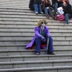 Illuminati Joker au repos avec sa clope