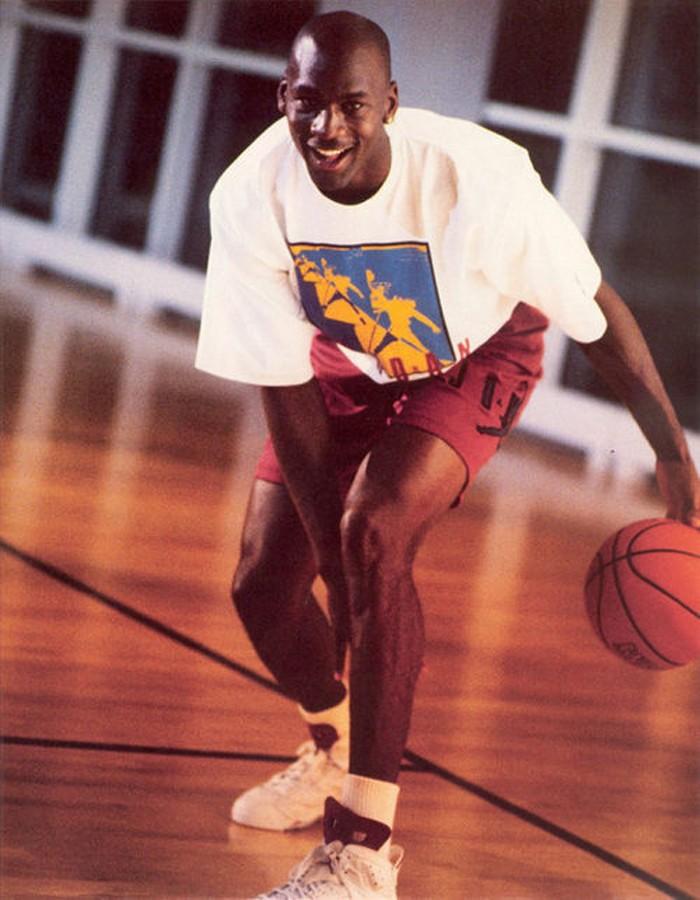 3c1e3607f6c Michael-Jordan-wearing-air-jordan-6-maroon-1